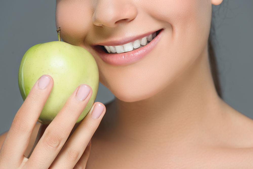 Foods to Promote and Discourage to Avoid Tooth Staining